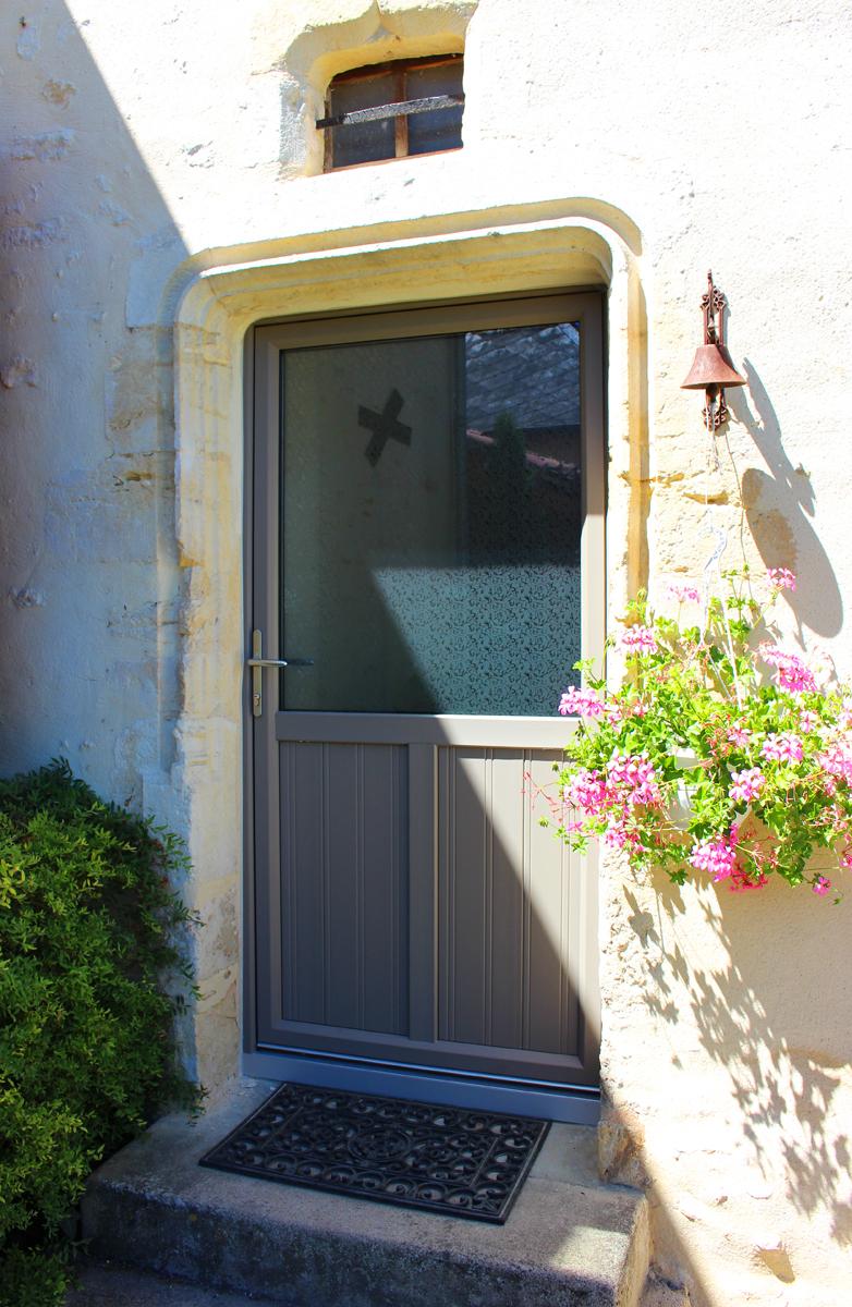 Porte d 39 entr e mixte lumi re et respect de l 39 habitat ancien g martin for Taille porte entree