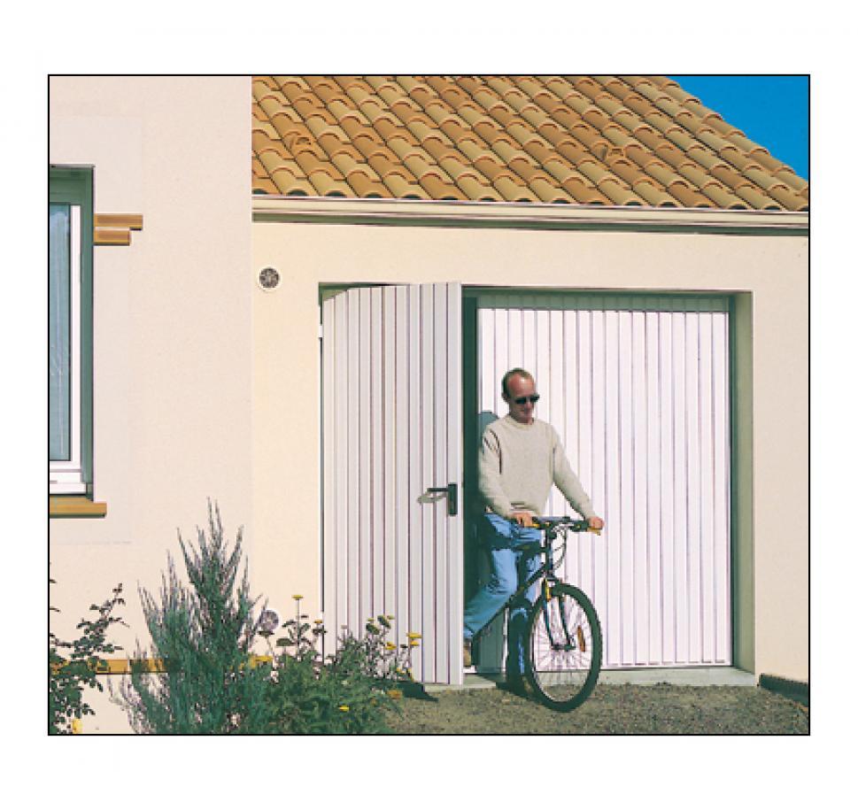 Fabricant de porte de garage basculante g martin - Porte de garage basculante isolee avec portillon integre ...